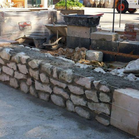 Muret briques et pierres